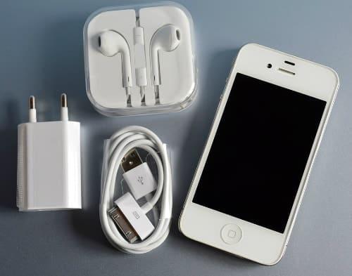 ציוד חשמלי - אייפון, אוזניות, מטען