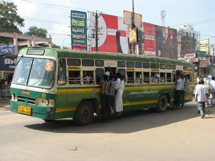 אוטובוס טיפוסי בהודו.